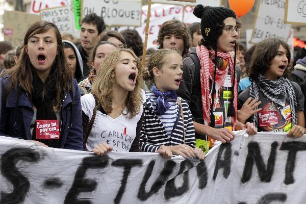 法国大罢工,25年最长记录,马克龙政府做出妥协!